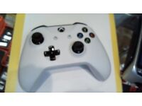 XBOX ONE CONTROLLER, WHITE. 6 MONTHS WARRANTY.