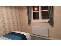 DOUBLE ROOM WIHT OWN BATHROOM (CLOSE COLLIERS WOOD STATION)