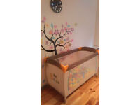 Hauck travel cot with accessories
