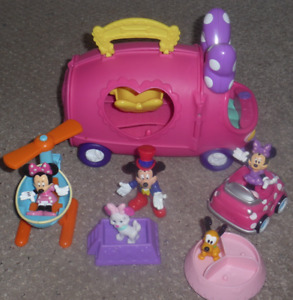 Minnie and Friends Playhouse On Wheels and Dress Up Minnie