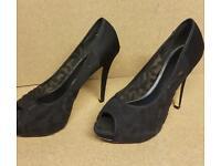 Womens black shoes. Like new.