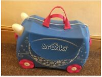 Trunkie suitcase unicorn good condition