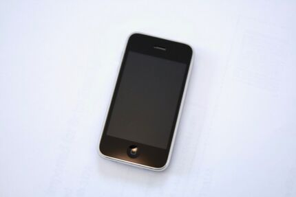 Apple iPhone 3GS - Excellent Condition like new
