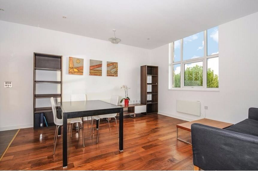 Modern 1 bed in great location - 24 hour concierge