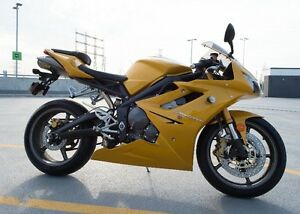 *RARE* Triumph Daytona 675 in scorched yellow