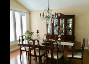 Gorgeous 8pcs dining room set. 1,250 OBO. call 416-567-7915.
