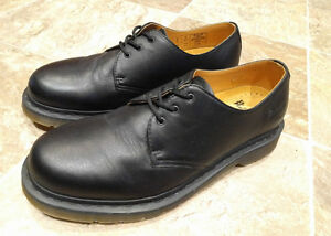 Doc Martens Originals Shoes - *Like New* (worn 2x) - Size 9M West Island Greater Montréal image 2