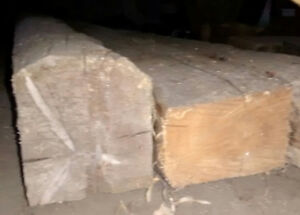 2 Anciennes poutres de bois 12 pieds 100$ ch.+1 (4 pieds.25$)