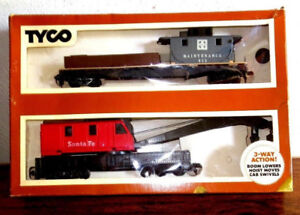 HO  Model train,Tyco 932  Operating Crane Car, with BoomTender
