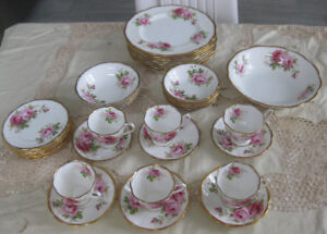 ROYAL ALBERT AMERICAN BEAUTY TEA SET - 37pcs. MADE IN ENGLAND