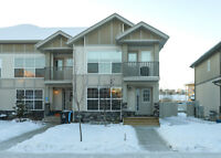 HOT PRICE! Eagle Ridge townhome w/private yard and in-law suite!
