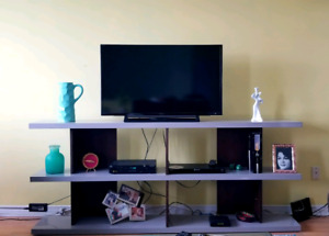 Beautiful stylish & modern grey TV table , like NEW!