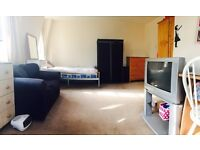 Fulham Large Twin Room Share for 1 Female Available Now