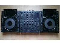 2 Pioneer CDJ 900 and Pioneer DJM-800 Professional Mixer