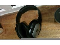 Sennheiser HD201 Closed Dynamic Stereo headphones - Like New