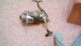 Surf casting fixed spool reel