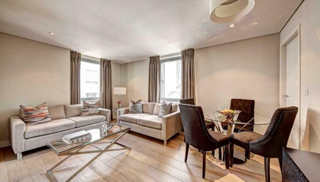 3 bedroom flat in Merchant Square, London