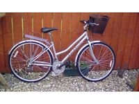 LADIES COTSWOLD BIKE + BASKET, RACK, STAND, LIGHTS, LOCK & TYRE PUMP**FREE DELIVERY HULL ONLY*