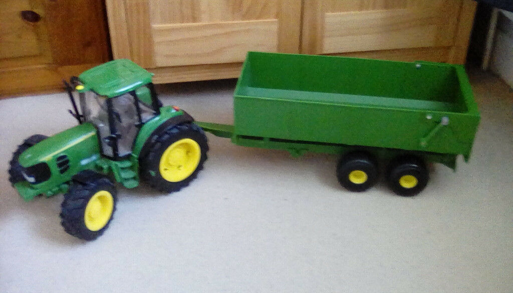 John Deere tractor & trailer with flashing lights