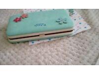 Green purse/ mobile phone holder
