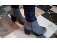 New look size 5 chunky grey boots