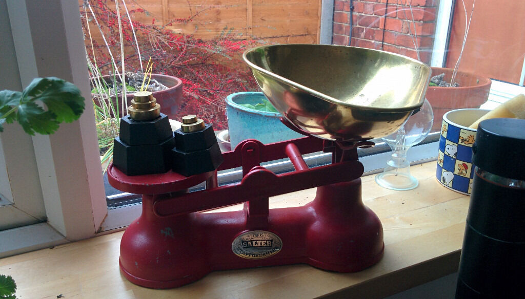 vintage kitchen scales, cast iron Salters scales with weights