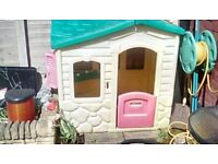 Kids Out door playhouse