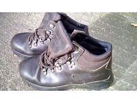 Boys walkingboots uk size one