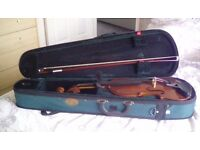 Stentor student Violin 4/4, in box with bow and beginners handbook (no cd). Excellent condition.