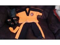 Tiger cubs outfit and gloves