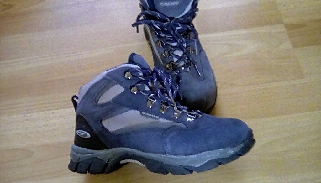 Ladies hiking boots size 4