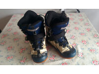 Snowboarding boots. Camper Free.
