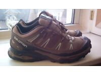 Salomon walking shoes size 5.5