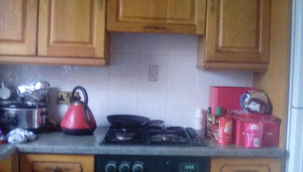 6 double units 6 bottom units sink gas hob oven and work topsin Balloch, West DunbartonshireGumtree - Getting new kitchen fitted soon all theses units from smoke free house and in good condition