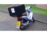 Scooter Honda 125 w/ Delivery Box