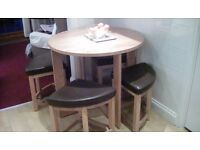 Round kitchen table with 4 stools