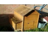 Chicken or duck house for 7 or 8 birds
