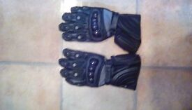 Motorcycle gloves. £10 ☺