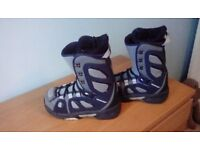 Snowboard boots Grey & Navy.