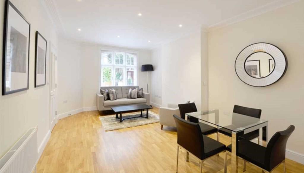 1 bedroom flat in Hamlet Gardens, London