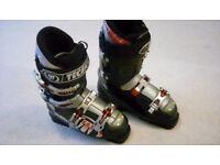 Tecnica ski boots. almost new condition size 5.5