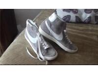 Immaculate Nike hi tops. Size 5