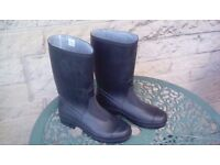 Black wellington boots size 4 brand new!