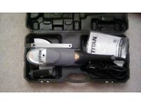 TITAN 9 INCH 2350 WATT ANGLE GRINDER IN HARD CASE WITH NEW DISC