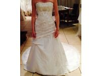 Stunning 'Mori Lee by Madeline Gardner' Wedding Dress and Storage Box