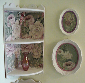 Corner Shelf Cabbage Roses Decor w/ 2 Matching Pictures