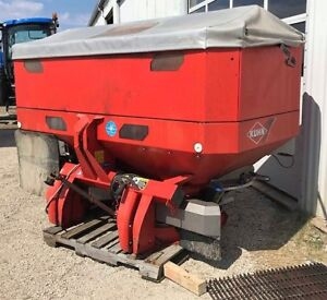 Kuhn Axis 30.1 Fertilizer & Lime Spreader