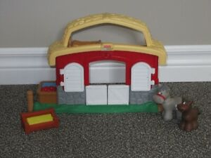 Little People Farm Set - Comes with 2 horses - Toys