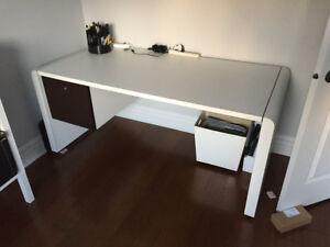 bureau avec filière intégrée