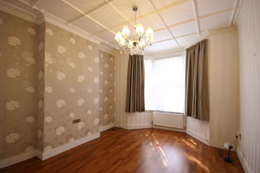 STUNNING 1 BED GROUND FLOOR FLAT WITH SMALL OUTDOOR SPACE 5 MIN WALK FROM WEST HAMPSTEAD STATION